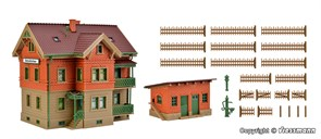 43529 Дом обходчика с курятником и садовым забором