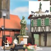 7730 Памятник Лютеру+скамейки